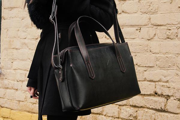 Черная сумка на молнии